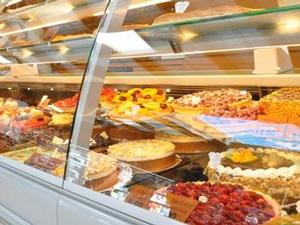Patisserie au supermarché aliment à éviter